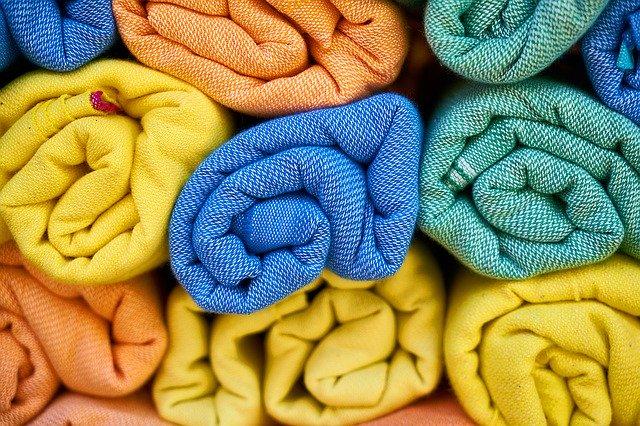 různobarevné ručníky
